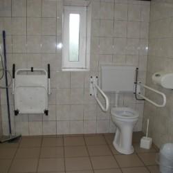 Das rolligerechte Badezimmer im niederländischen Freizeitheim Schaapskooi.