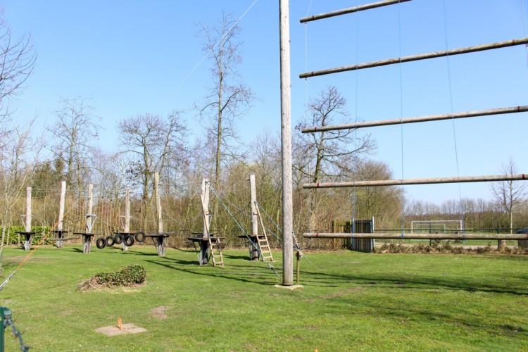 Der Kletterpark im niederländischen Freizeitheim Schaapskooi.