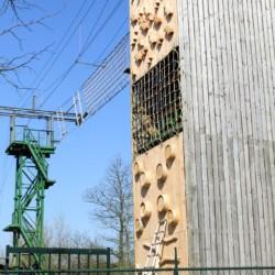 Die Kletterwand im niederländischen Freizeitheim Schaapskooi.