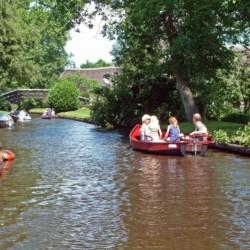 Kanalfahrten im handicapgerechten niederländischen Gruppenhaus SuyderZee.