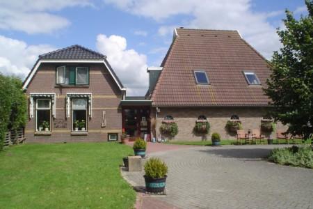 Das niederländische Tjongerhus in Bantega.