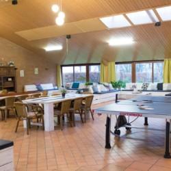 Der Gruppenraum im Freizeitheim Tjongerhus in den Niederlanden.