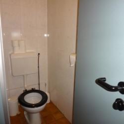 Die Sanitäranlage im Gruppenhaus Tjongerhus in den Niederlanden.