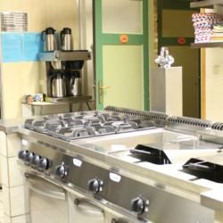 Die Ausstattung der Küche im niederländischen Tjongerhus.