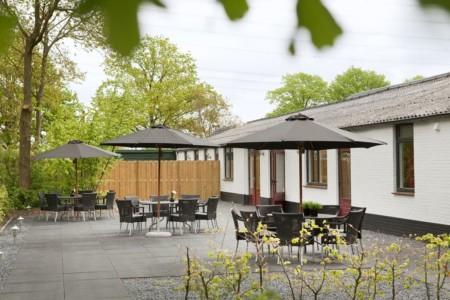 Die Terrasse des Gruppenhauses Schouw in den Niederlanden.