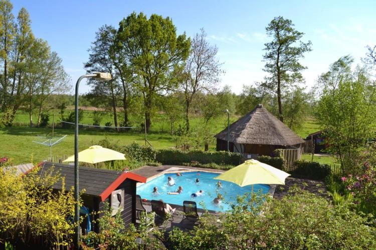 Der Pool am niederländischen handicapgerechten Gruppenhaus Zonneroos.