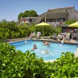 Ein Pool am niederländischen barrierefreien Gruppenhaus Zonneroos.