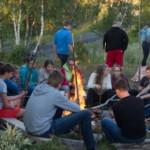 Lagerfeuerstelle am norwegischen Gruppenhaus am See Brennabu Leirskole