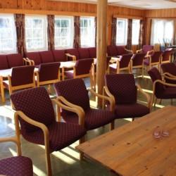 Ein weiterer Gruppenraum im Freizeitheim Fjelltun Leirsted in Norwegen.