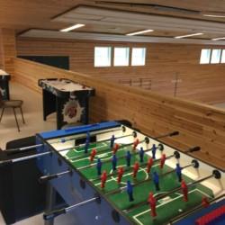 Der obere Bereich der Sporthalle in Fjelltun Leirsted in Norwegen.