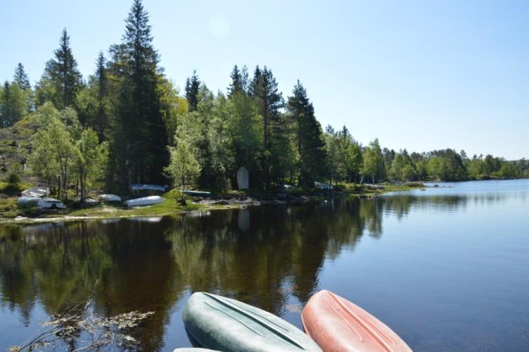 Seezugang vom norwegischen Freizeitheim Gautestad Misjonssenter am See für Kinderfreizeiten