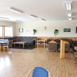 Gruppenraum im norwegischen Freizeitheim Gautestad Misjonssenter am See für Sommerfreizeiten