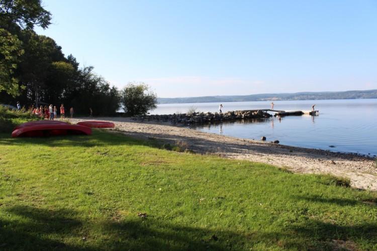 Seezugang am norwegischen Freizeitheim Gulsrud Leirsted direkt am See für Kinderfreizeiten