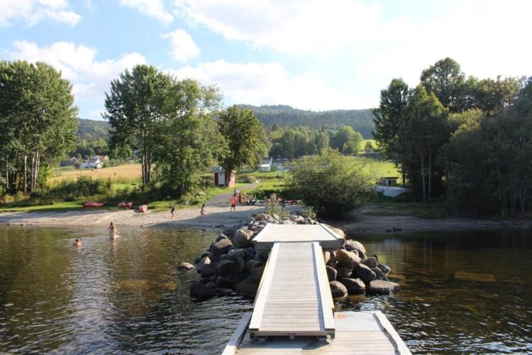 Badesteg am norwegischen Freizeitheim Gulsrud Leirsted direkt am See für Kinderfreizeiten