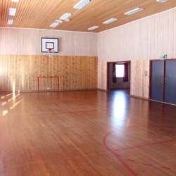 Die Indoor Sporthalle des Freizeithauses Knaben Leirskole in Norwegen.