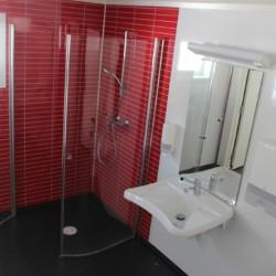 Die sanitären Anlagen im norwegischen Gruppenhaus Knaben Leirskole.