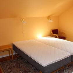 Eines der Zimmer in norwegischen Gruppenhaus Kvinatun.