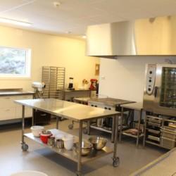 Die Küche im norwegischen Freizeitheim Kvinatun.