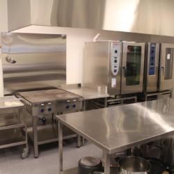 Der Küchenbereich im norwegischen Gruppenhaus Kvinatun.