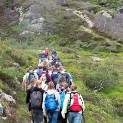 Die Lage des Gruppenhauses Kvinatun lädt zu Wanderungen durch Norwegen ein.
