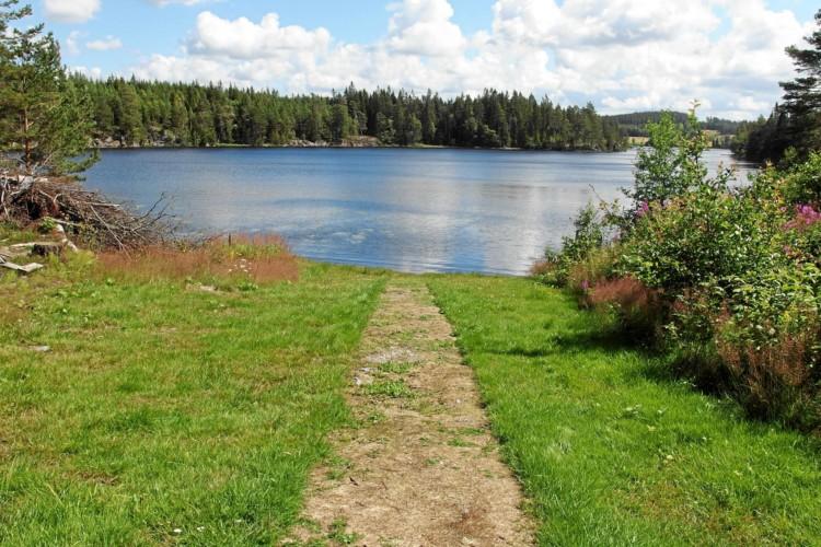 Der hauseigener See im norwegischen Freizeitheim Degernes Misjonsgård am See.