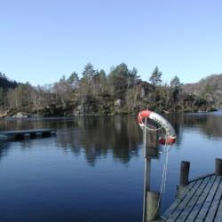Der See am Haus Fjelltun Leirsted in Norwegen.