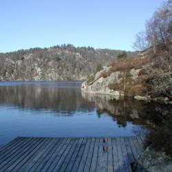Der nahagelegene See des Gruppenhauses Fjelltun Leirsted in Norwegen.