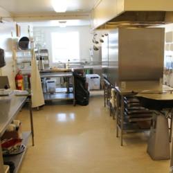 Profi-Küche im norwegischen Freizeitheim Gautestad Misjonssenter am See für Kinderfreizeiten