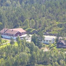 Das Gelände des Freizeitheims Kvinatun in Norwegen aus der Vogelperspektive.