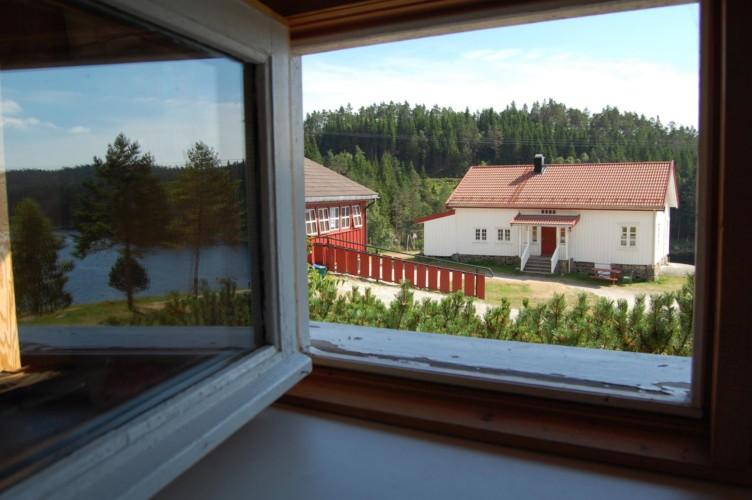 Die Aussicht auf das Gelände des norwegischen Gruppenhauses Undeland.