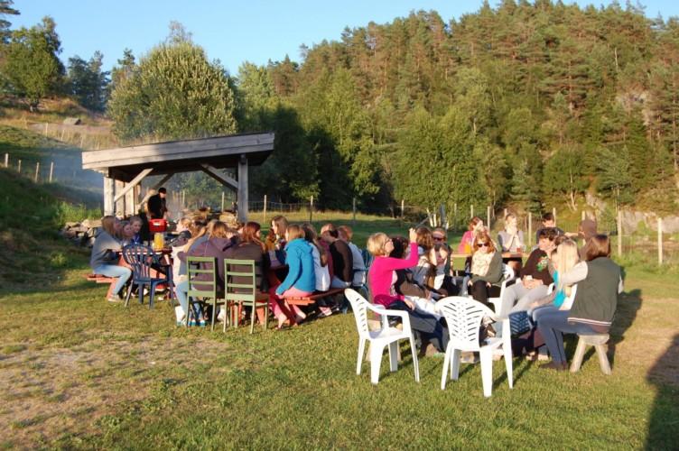 Die Grillstelle des Gruppenhauses Undeland in Norwegen.