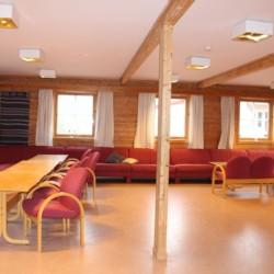 Der Gruppenraum im norwegischen Freizeitheim Undeland.