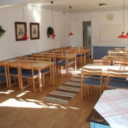 Der Essbereich im Freizeitheim Berga Gård in Schweden.