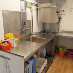 Profispülmaschine im Freizeitheim Broddetorp für Kinder und Jugendliche in Schweden.