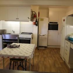 Die Küche im schwedischen Gruppenhaus Broddetorp in Schweden.