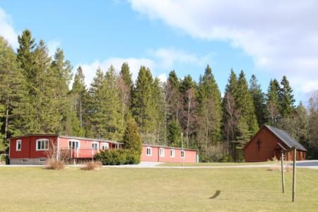 Das Freizeitheim Berghems in Schweden von außen .