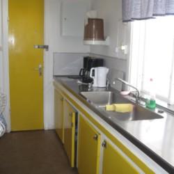 Selbstversorger-Küche im schwedischen Gruppenhaus Däldenäs direkt am See für Jugendfreizeiten