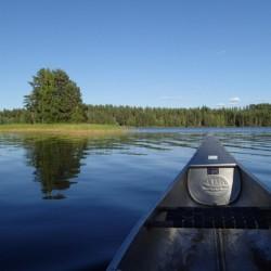 Der See Ensen liegt direkt am schwedischen Gruppenhaus Ensro Lägergård.