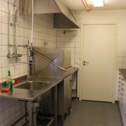 Küche für Selbstverpflegung im schwedischen Gruppenhaus Flahult Ungdomsgård für Kinder und Jugendfreizeiten.