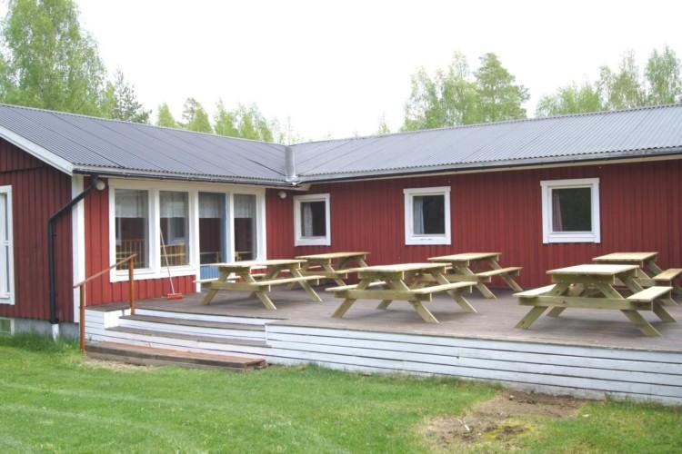 Die Terrasse im schwedischen Gruppenhaus Gläntan.