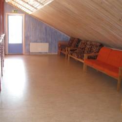 Der Gruppenraum im schwedischen Freizeitheim Gläntan.