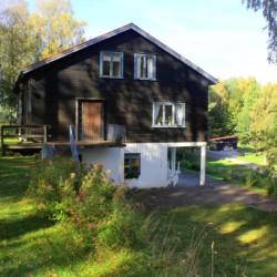 Terasse des Freizeithauses Greagarden in Schweden.