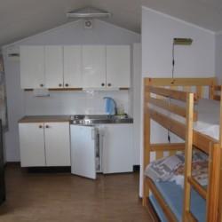 Hütte im schwedischen Gruppenhaus Gustavs Sommargard am Meer für Jugendfreizeiten
