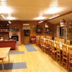 Speisesaal des schwedischen Freizeithauses Gussjöstugan.