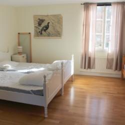 Mehrbettzimmer im schwedischen Ferienheim Högsma Bygdegård für Kinder und Jugendliche.