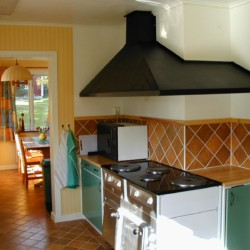 Die Küche im Ferienhaus Idrottsgården i Flen in Schweden.