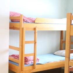 4 Bett Zimmer für Jugendfreizeiten im schwedischen Freizeitheim Långserum Fritidsgård direkt am See