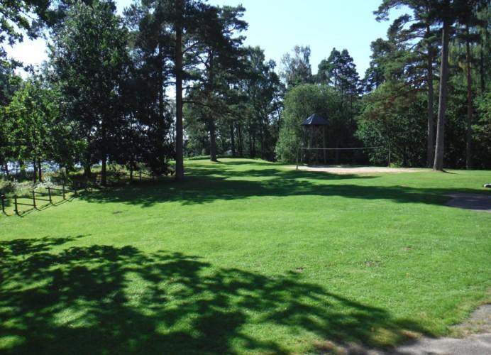 Volleyballfeld am schwedischen Gruppenheim Majblommegården.