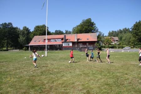 Das Gruppenhaus Munkaskog mit Außenbereich in Schweden.