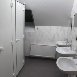 Der Sanitärbereich des Freizeitheims Munkaskog in Schweden.
